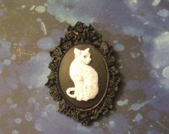 Cat Cameo brooch