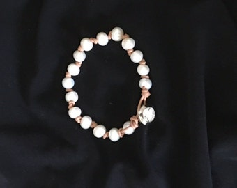 NEW  A Fresh Water Pearl Bracelet on Leather Cord