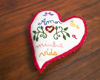 "Valentines linen Heart with ""Namorados"" embroidery - RED"
