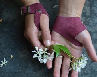 Marauder's Gloves in Bordeaux Suede