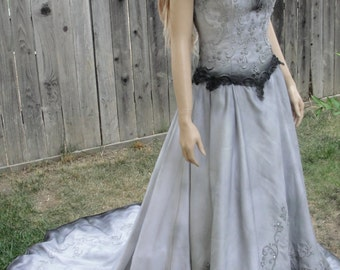 Vintage hand painted upcycled gothic wedding gown in metalic silver and charcoal black Labled size 8 fits like 7 SMALL MEDIUM Halloween