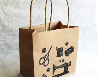 Sewing theme gift bag | Small kraft paper bag | Vintage sewing machine | Singer | Parties | Lino print | Handmade |