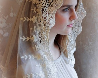 Evintage Veils~ NOT QUITE PERFECT Sale Traditional Soft Lace French Chapel Veil Mantilla:D Shape, Ivory