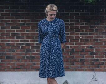 Navy blue / White bird pattern / Vintage Japanese summer dress / Homemade vintage dress / Novelty print / Bell shape half sleeve / Size L/XL