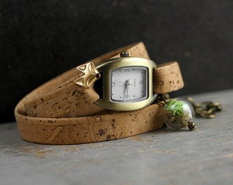 FOREST FOX Watch. Natural cork watch strap. Glass orb filled with real moss. Tiny fox face. Nature jewelry. Ladies watch. Gift for her.