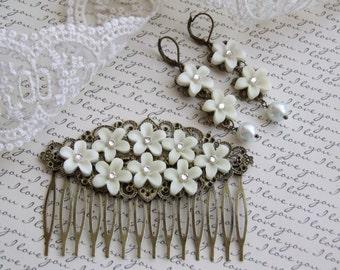 Bridal Decorative Comb, White Flowers Hair Comb, Hair Accessories, Bridal Hair Accessory, Bridal Comb, Hair Piece, Bridal Hair Piece