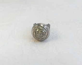 Rose button ring