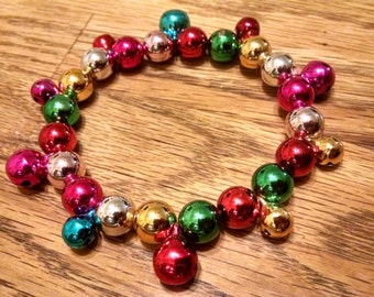 Christmas Beaded Bracelet, Holiday Bracelet Under 10.00, Gifts for Her,Glass Bead Bracelet, Accessories,Christmas Bracelet, Jewelry, Vintage