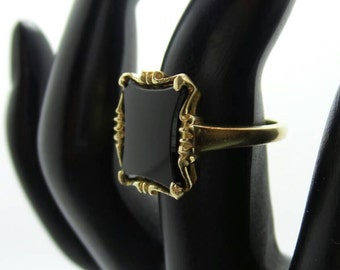 Vintage 10KT Yellow Gold Ring with Black Onyx. Size 6.25