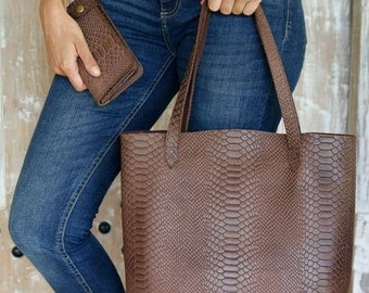 Leather Handbag / Shoulder Bag / Leather Tote/ Leather Bag / Handcrafted leather handbag / Available in different leather colors