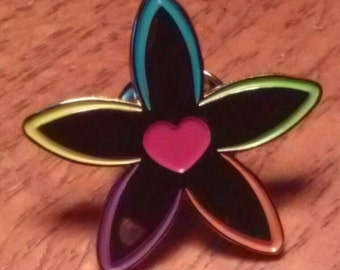 Living Inspired Flower Pin