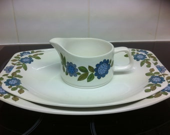 Meakin Topic designMeat platters and gravy bowl