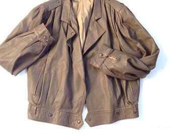 Vtg Italian leather bomber jacket. 70's tan brown pilot jacket. Women's size small to medium, modern vintage, outerwear. Essential classics