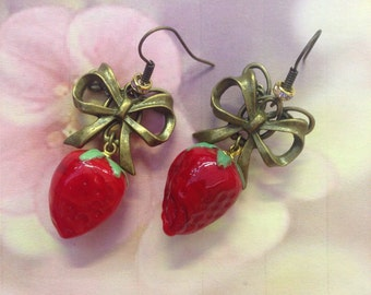 Nodes and strawberry earrings