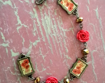 Vintage Flair - Shabby, Romantic Vintage Style Red Rose Bracelet