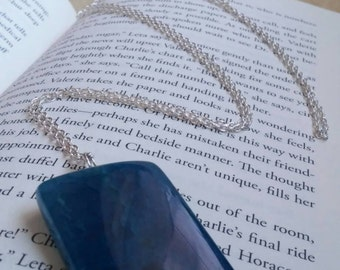 Dyed Agate pendant necklace, silver plated chain.