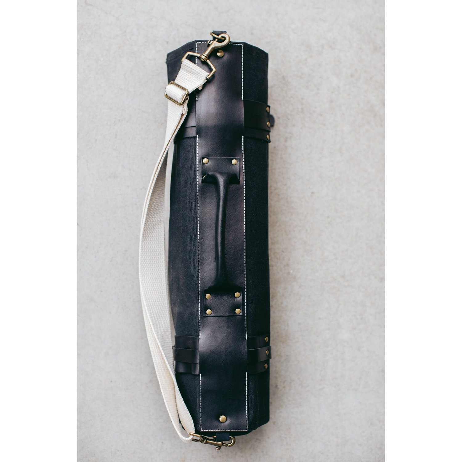 sale waxed canvas and leather chef knife roll black on. Black Bedroom Furniture Sets. Home Design Ideas
