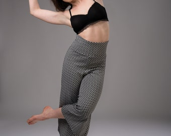 Elastic culotte-pants in black and white