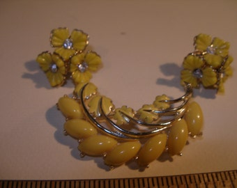 Yellow Acryllic Screw Back Earrings and Brooch (388)