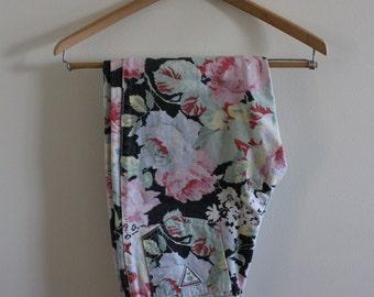 Vintage floral print, high waist, vintage jeans!