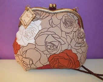 Printed cloth bag and kiss clasp