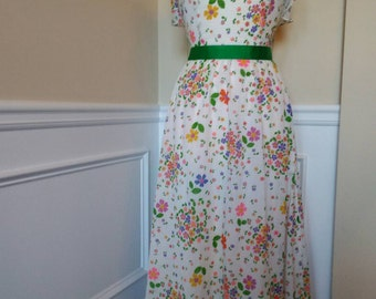 Sweet and springy 70s dress by Saba