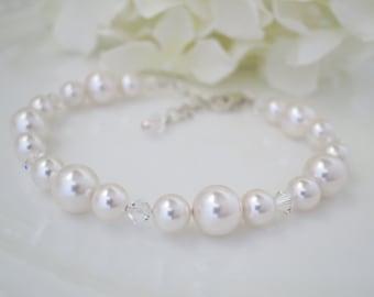Swarovski crystal and pearl bridal bracelet, Simple pearl wedding bracelet, Bridesmaid bracelet