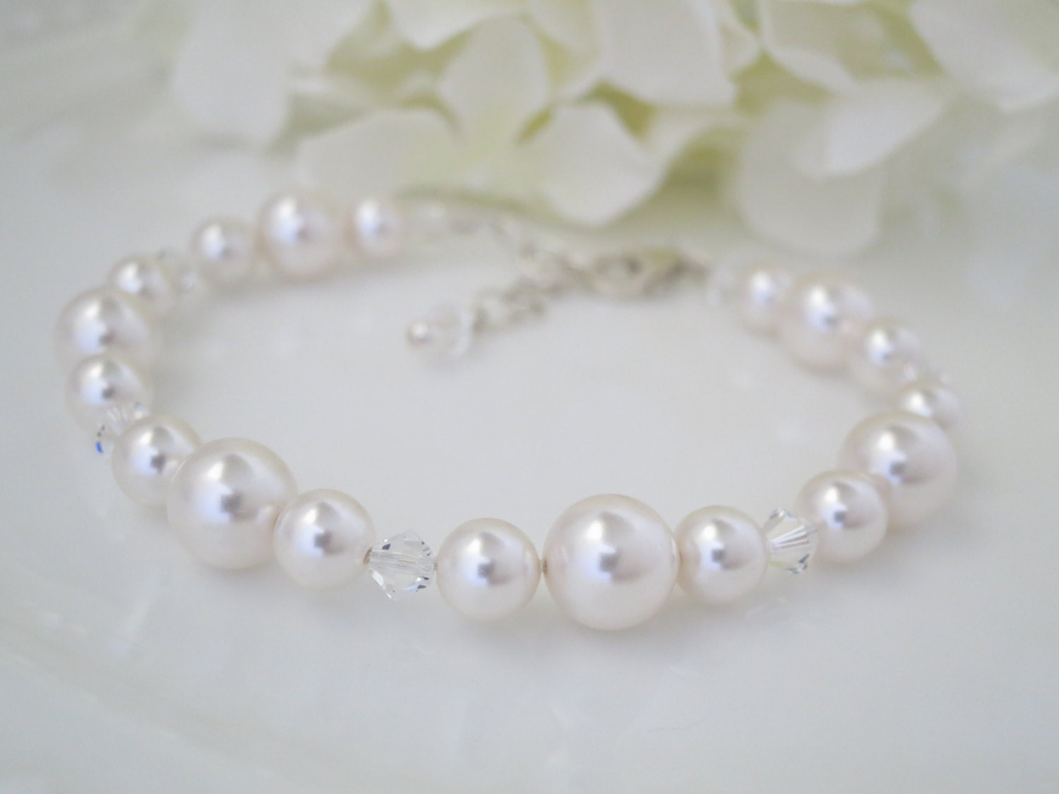 Swarovski crystal and pearl bridal bracelet, Simple pearl wedding bracelet, Bridesmaid bracelet