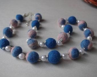 Multicolor wool necklace