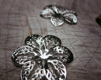 6 Petal Flower Plate Applique ~2 pieces #100253