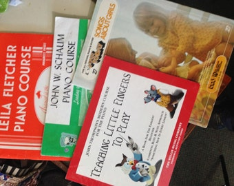 Beginner PIANO LESSONS Books (4).