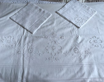 Exceptional Set of Bed linen sheet and pillowcases