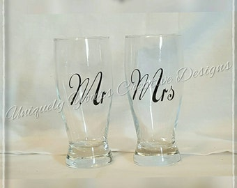 Mr and Mrs Wedding Glasses, Bride and Groom Glasses, Pilsner Glass Set, Wedding Gift, Wedding Glasses, Personalized Gift, Toasting Glasses,