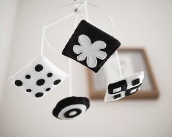 Black and white baby mobile - mini