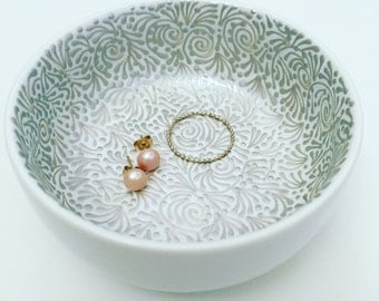 Hand Painted Jewelry Dish (Champagne)