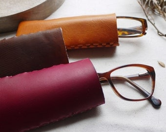 Leather glasses case.  Reading glasses case.  Glasses case, glasses pouch.  Colour variations available.  Handmade in England