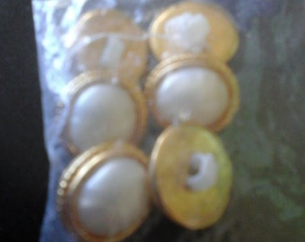 gold edged buttons