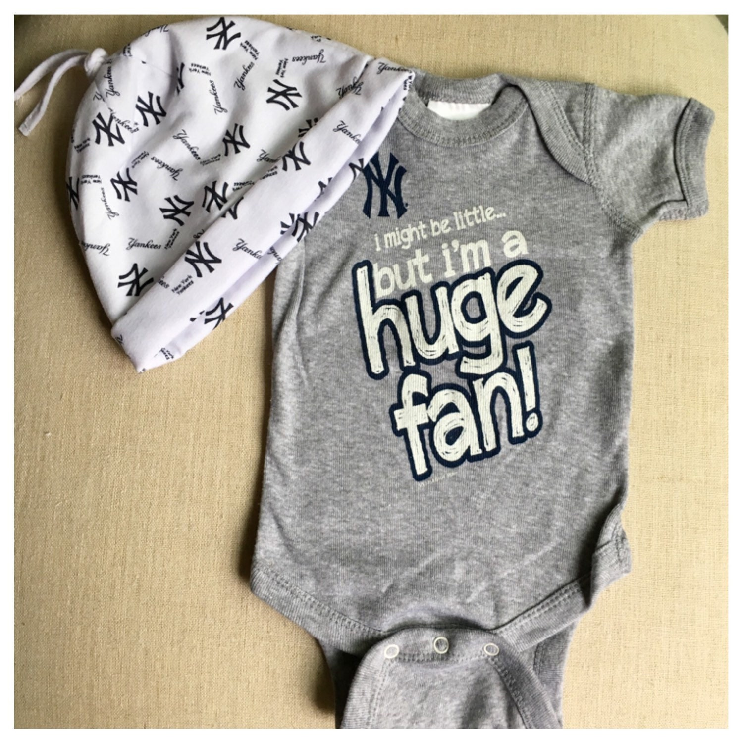New York Yankees Infant esie and Beanie Set Baby Shower