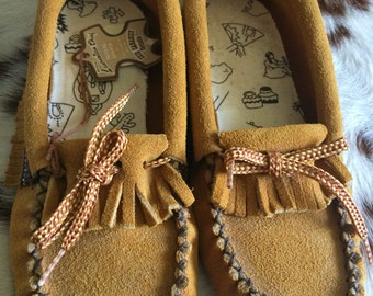 Vintage slip on moccasins child sz 1/moccasin slippers  sz1/hippie moccasins/fringe moccasins/for BoHo moccasins/leather shoes sz 1