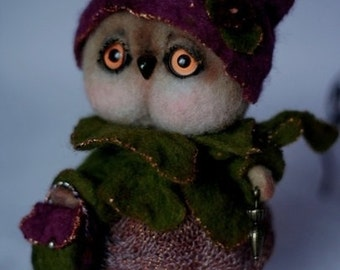 Wool felted owl decorative toy, fairy tale owl , Cute Miniature owl, Figurine Felted owl in dress and hat. OD2