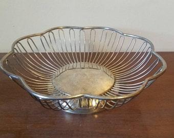 Vintage Wire Metal Bowl/ Wire Metal Fruit Bowl/ Mid Century Modern Bowl/ Wire Metal Basket/ Vintage Decorative Bowl/ Vintage Fruit Bowl