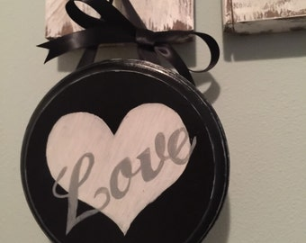 Love sign wall hanging,