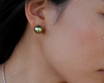 Pistachio tahitian pearls earrings in 14 karat settings