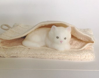 Soap kitten in a mitten. Little soap cat in a wash mitten scented with Fresh Cotton. Gift soap