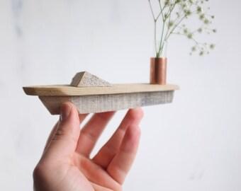Kleinen Geschwindigkeit Boot Knospe Vase - Treibholz handgefertigte Miniatur Boot mit Kupfer und Glas Blumenvase - rustikales Strand oder See-Dekor