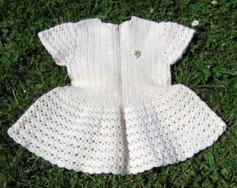 Vintage Baby Kleid Ivory Baby Mädchen Pullover Kleid 3 bis 6 Monate, handgefertigt aus weiß gestrickt Baby Kleid, Baby Kleid Vintage Glas Button