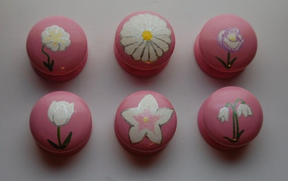 White Spring Flower Drawer Knobs- Hand Painted - Set of 6 - 3 sizes available 30mm, 40mm, 53mm Snowdrop, Crocus, Tulip, Daisy Wooden Handle