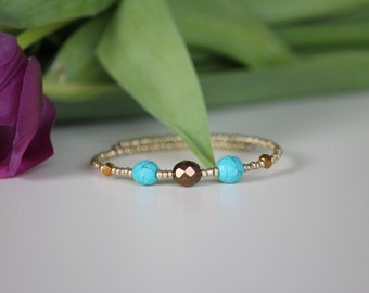 Golden beaded memory bacelet, turquoise beads
