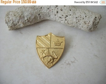 ON SALE Vintage Miriam Haskell Collectors Pin 82116