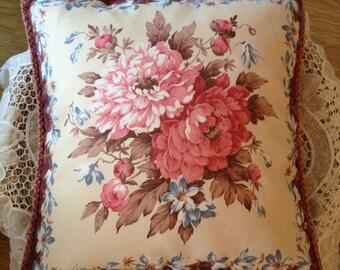 60's Pretty Floral Cushion